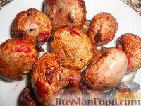 Фото к рецепту: Шампиньоны, запеченные на мангале, в маринаде из чёрной смородины