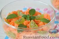 Фото к рецепту: Салат из моркови и крыжовника