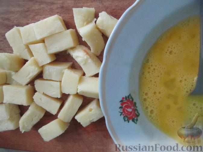 Фото приготовления рецепта: Салат с болгарским перцем, жареным сулугуни и кабачками - шаг №6