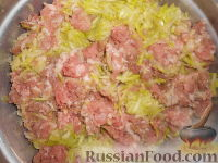 Фото приготовления рецепта: Мясные котлеты с кабачками - шаг №3