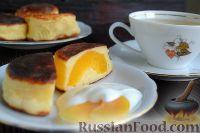 Фото к рецепту: Сырники в духовке, с абрикосовой начинкой