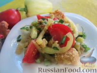 Фото к рецепту: Салат с болгарским перцем, жареным сулугуни и кабачками