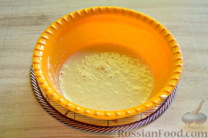 Фото приготовления рецепта: Вишневый кекс с изюмом - шаг №4