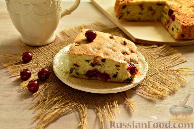 Фото приготовления рецепта: Вишневый кекс с изюмом - шаг №13