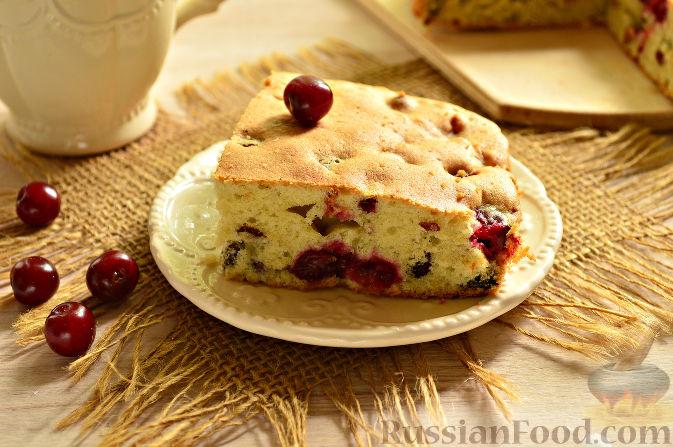 Фото к рецепту: Вишневый кекс с изюмом
