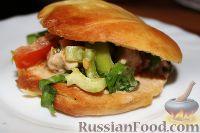 Фото к рецепту: Салат с куриным филе, болгарским перцем, шпинатом (в лепешке)