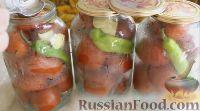Фото приготовления рецепта: Острые маринованные помидоры с перцем и хреном (без стерилизации) - шаг №5