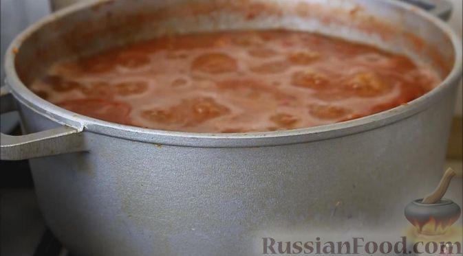 Фото приготовления рецепта: Томатно-яблочный соус (на зиму) - шаг №4