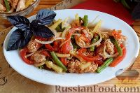 Фото к рецепту: Салат с куриным филе, стручковой фасолью и сладким перцем