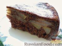Фото к рецепту: Шоколадная шарлотка с грушами и корицей (в мультиварке)