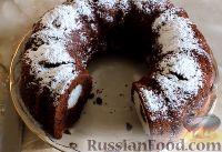 Фото к рецепту: Шоколадный кекс с творожными шариками