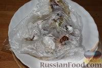 Фото приготовления рецепта: Пестрый салат из фасоли и печеного перца - шаг №4