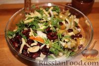 Фото приготовления рецепта: Пестрый салат из фасоли и печеного перца - шаг №12