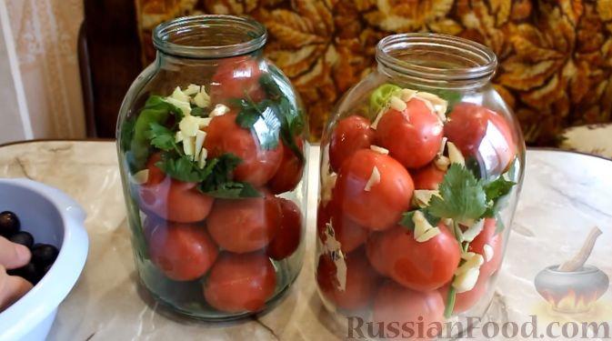 Фото приготовления рецепта: Маринованные помидоры с виноградом (на зиму) - шаг №2
