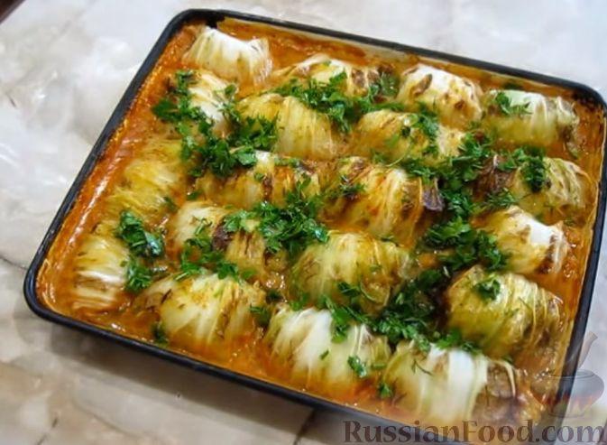 Фото приготовления рецепта: Голубцы из пекинской капусты, с индюшиным фаршем и рисом - шаг №9