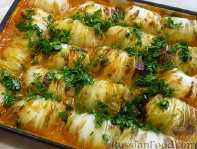 Фото приготовления рецепта: Голубцы из пекинской капусты, с индюшиным фаршем и рисом - шаг №10
