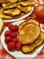 Фото к рецепту: Оладьи на кефире, с яблоками