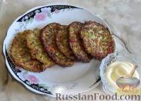 Фото к рецепту: Оладьи из кабачков с мясом и помидорами