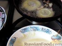 Фото приготовления рецепта: Яблоки в кляре - шаг №9