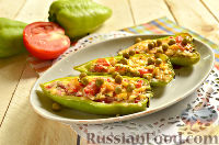 Фото к рецепту: Запеченный болгарский перец, фаршированный сыром и помидорами