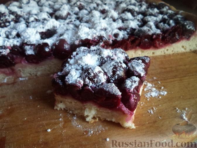 Как приготовить пирог с вишней из дрожжевого теста в духовке