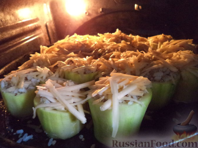 Кабачок фаршированный с мясом и рисом