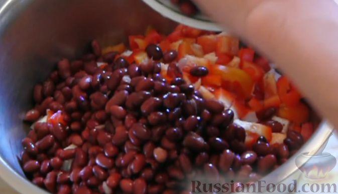 салат с фасолью и крабовыми