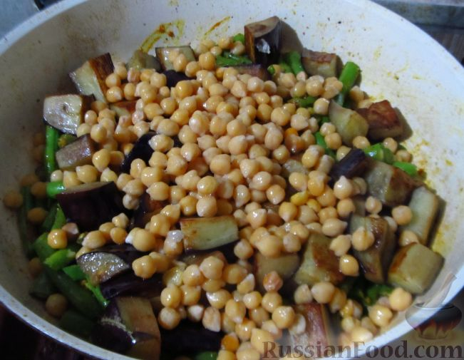 Фото приготовления рецепта: Салат с морковью, сельдереем, плавленым сыром и семенами льна - шаг №4