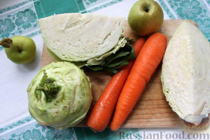 """Фото приготовления рецепта: Салат """"Коул-Сло"""" (Coleslaw) с кольраби - шаг №2"""
