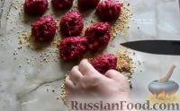 Фото приготовления рецепта: Свекольные котлеты - шаг №5