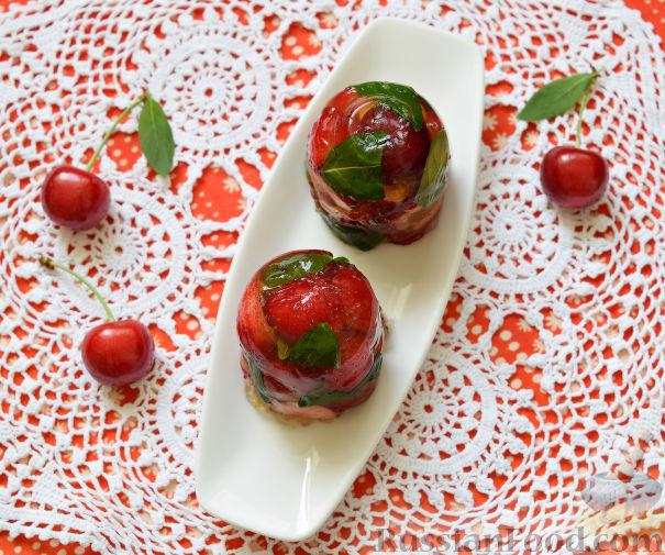 Фото приготовления рецепта: Десерт c черешней - шаг №7