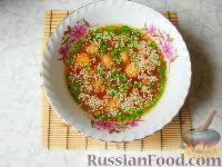 Фото к рецепту: Восточный суп с кунжутом и маринованными шампиньонами