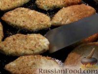 Фото приготовления рецепта: Капустные котлеты (без яиц) - шаг №7