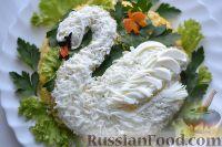 Фото к рецепту: Салат «Белый лебедь» с курицей и картофелем