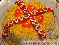 """Фото к рецепту: Салат """"Юбилейный"""" с куриными сердечками"""