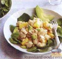 Фото к рецепту: Куриный салат с авокадо, ананасом и рисом