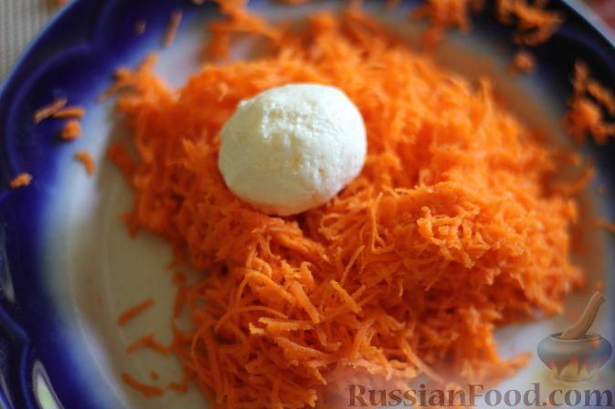 Фото приготовления рецепта: Салат из арбуза с творожно-морковными шариками - шаг №11