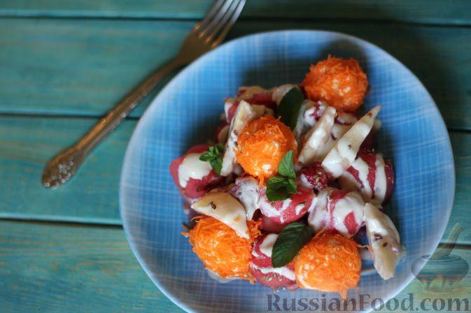 Фото приготовления рецепта: Салат из арбуза с творожно-морковными шариками - шаг №16