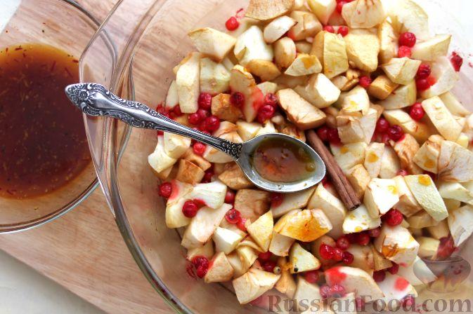 Фото приготовления рецепта: Гарнир из яблок и брусники (к мясу) - шаг №9