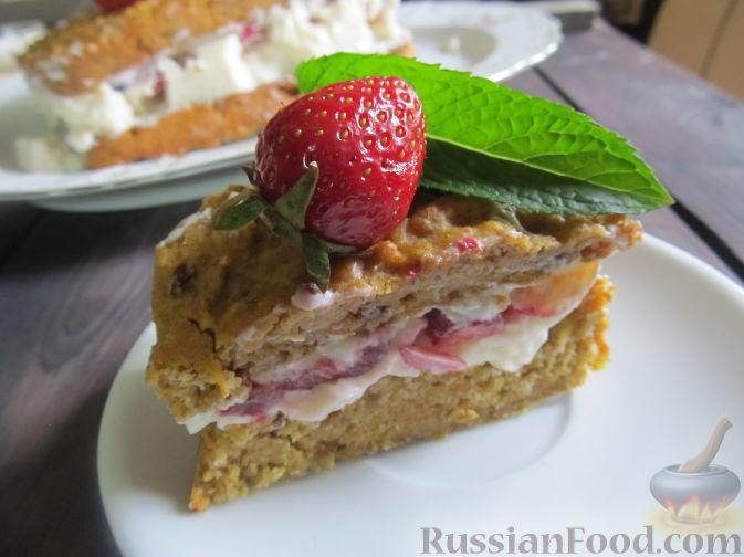 Фото к рецепту: Полезный торт с клубникой