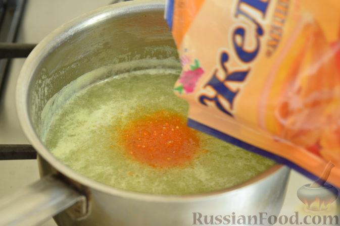 Фото приготовления рецепта: Десерт из дыни с кокосовой стружкой - шаг №4