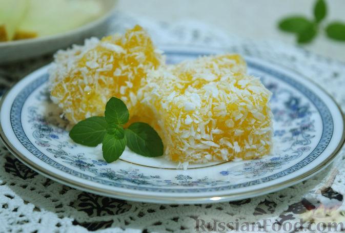 Фото приготовления рецепта: Десерт из дыни с кокосовой стружкой - шаг №8