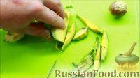 Фото приготовления рецепта: Салат с креветками - шаг №4