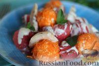 Фото к рецепту: Салат из арбуза с творожно-морковными шариками
