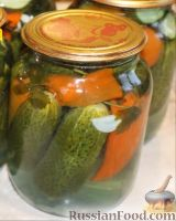 Фото к рецепту: Маринованные огурцы с перцем (на зиму)