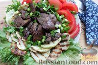 Фото к рецепту: Теплый салат с куриной печенью и кольраби