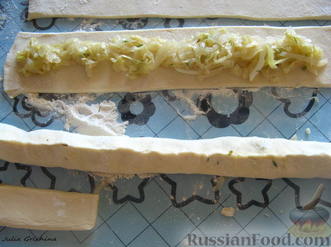 Пирог с луком с яйцом из слоеного теста рецепт 108