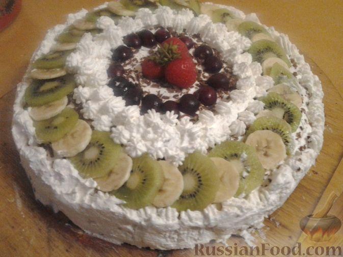 Рецепт Шоколадный торт со взбитыми сливками и фруктами