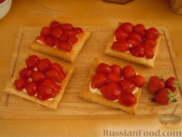 Рецепт Слоеные пирожные с клубникой