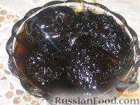 Фото к рецепту: Варенье из зеленых грецких орехов